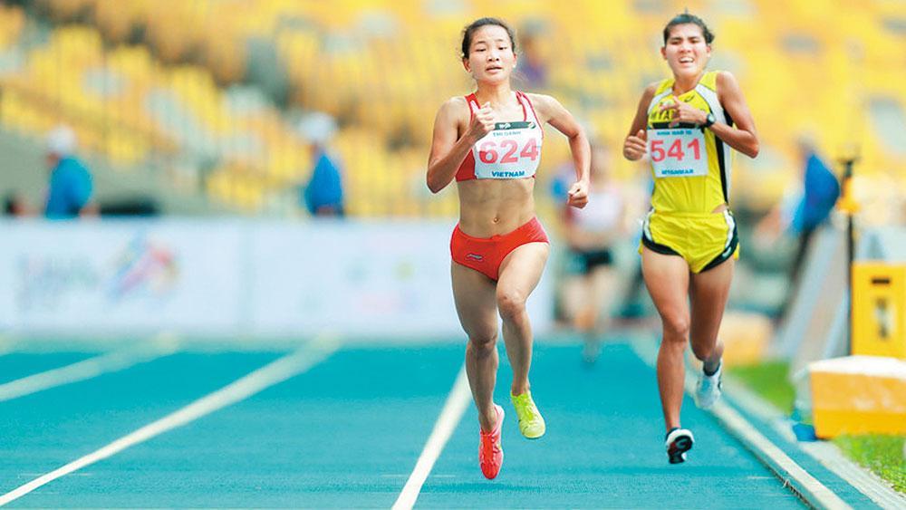 VĐV Nguyễn Thị Oanh (số 624) luôn thể hiện tinh thần thi đấu hết mình.