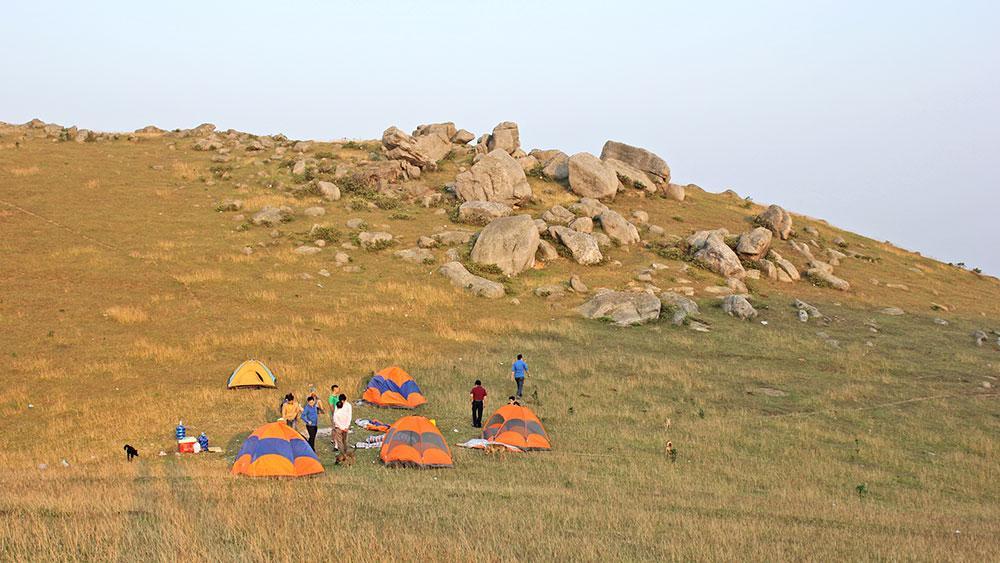 Cao nguyên Đồng Cao (Sơn Động) được nhiều bạn trẻ chọn là nơi trải nghiệm, khám phá thiên nhiên.