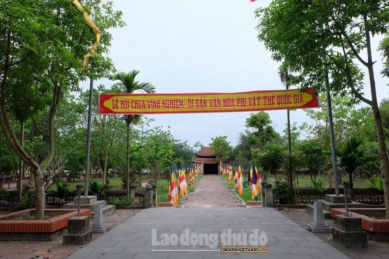 Lễ hội chùa Vĩnh Nghiêm được tổ chức vào 14/2 âm lịch, hàng năm thu hút rất đông khách thập phương về dự