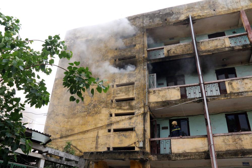 Tòa nhà xảy ra cháy.