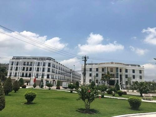 rung tâm tổ chức sự kiện và Shophouse che khuất Nhà khách tỉnh Bắc Giang đã đem về cho Đại Hoàng Sơn một khoản lợi nhuận hàng trăm tỷ đồng? (Ảnh: Kim Thoa)