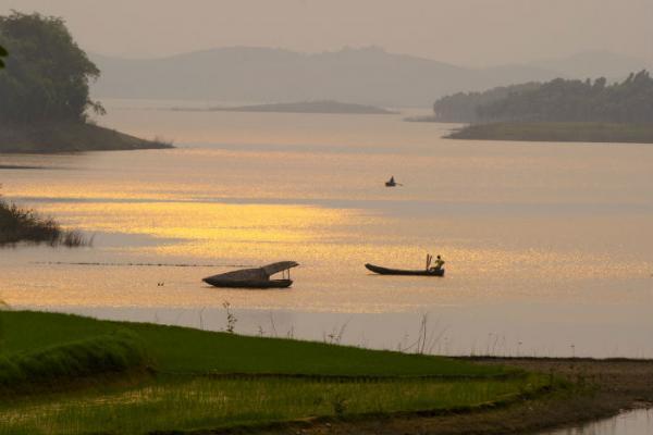 Khoảnh khắc ảo diệu ở hồ Thác Bà - Ảnh: Trinh Quang Minh