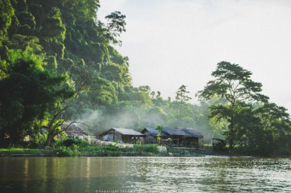 Một thoáng hồ Ba Bể - Ảnh: Thông Đặng
