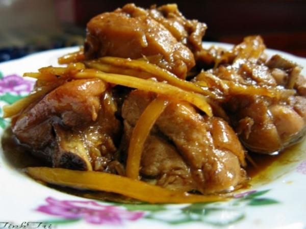 Thịt gà giò nấu canh gừng, nghệ