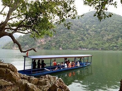 Khu du lịch Ba Bể ngày càng thu hút được nhiều du khách.