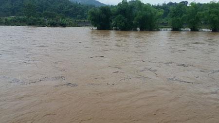 Toàn cảnh mưa lũ trên Sông Cầu, lúc 7h00 ngày 15/5/2017