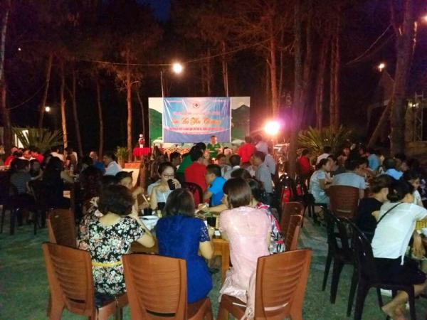 khu vực tổ chức tiệc ngoài trời của khu du lịch Lê Hùng