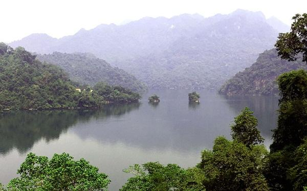 Hồ Ba Bể là điểm du lịch giàu tiềm năng.