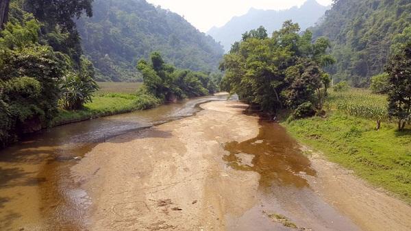 Sông Tà Lèng cần được nạo vét để phát triển tuyến du lịch đường thủy Hồ Ba Bể đi động Hua Mạ và chợ Quảng Khê.
