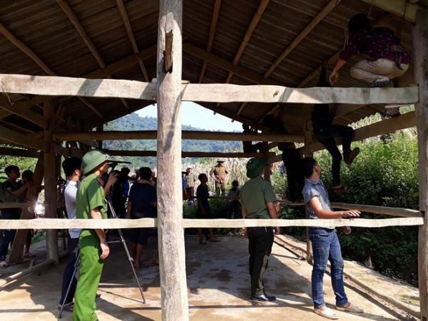 Công an huyện Ba Bể (Bắc Kạn) giúp dânBản Lấp làm mới nhà họp thôn mới.