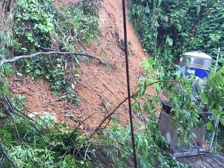 Đất sạt lở xuống nhà ông Trần Bảo Dương.
