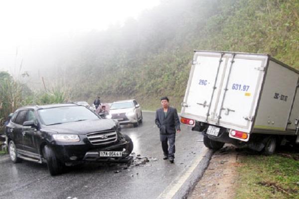 Một vụ tai nạn giao thông trên đèo Giàng. Ảnh: Báo Bắc Kạn