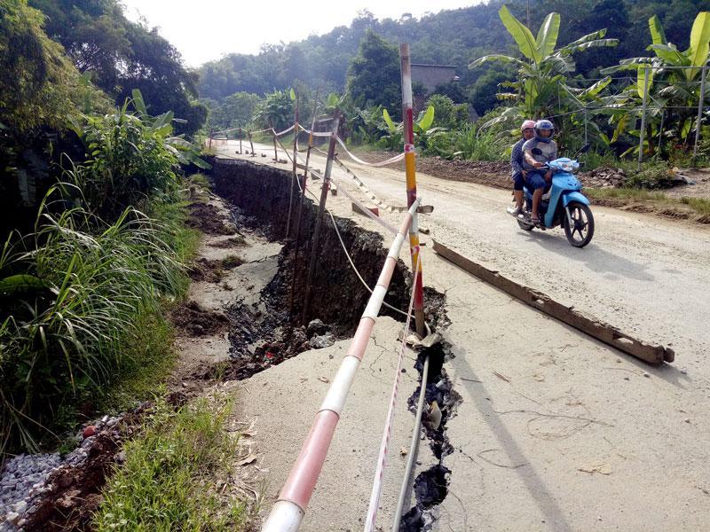 Một điểm sạt lở đường Quốc lộ 279, tại km 76, thuộc địa phận xã Thượng Giáo (Ba Bể)
