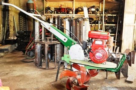 Chiếc máy đa năng loại nhỏ phục vụ trong sản xuất nông nghiệp được anh Nguyễn Văn Tuấn chế tạo