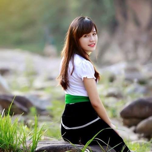 Cô gái dân tộc Thái Bùi Thu Thảo (THPT Nghĩa Lộ) trong trang phục truyền thống khiến bao người phải ngẩn ngơ.