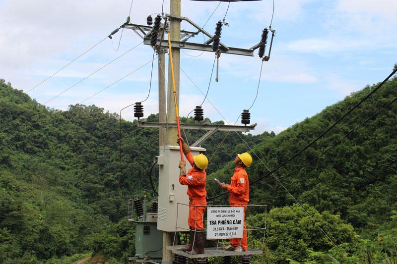 Trạm biến áp thôn Phiêng Câm, xã Cao Kỳ là trạm cuối cùng được hoàn thành trong Dự án đưa điện về thôn bản vùng cao đợt 2 giai đoạn 1 tại huyện Chợ Mới
