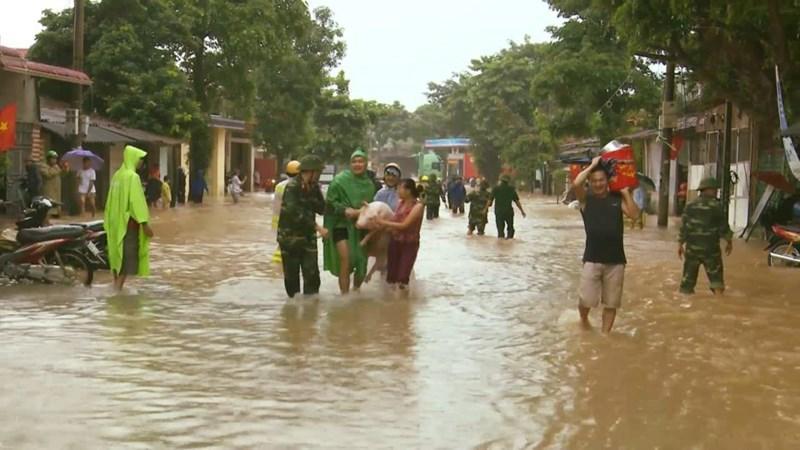 Nhiều địa phương ở Thanh Hóa phải khẩn cấp di dời dân đến nơi an toàn. Ảnh: Khánh Trình