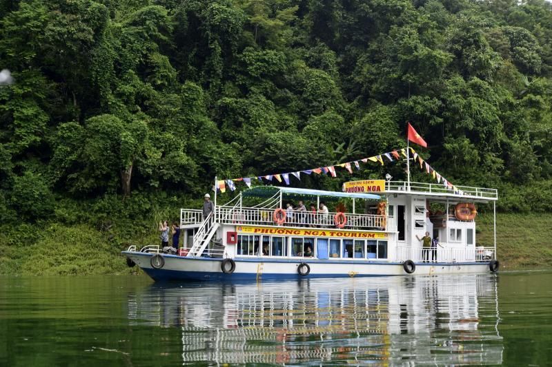 Nhiều doanh nghiệp của tỉnh Tuyên Quang mạnh dạn dóng tàu du lịch hiện đại, phục vụ du lịch.