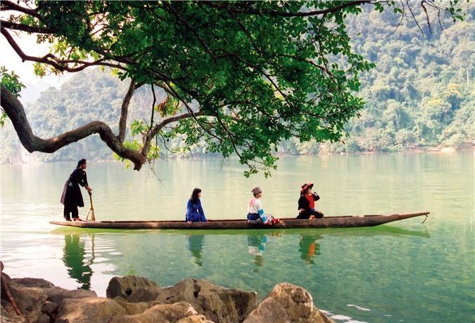 Hồ Ba Bể, một trong những danh lam thắng cảnh ở Bắc Kạn (Ảnh: Cổng TT điện tử Bắc Kạn).