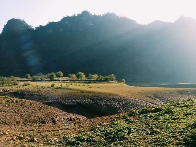 Một thung lũng có cảnh đẹp thanh bình ở huyện Trà Lĩnh (cách TP Cao Bằng khoảng 50 km) đang được nhiều dân xê dịch chia sẻ và gọi là