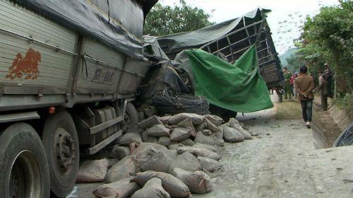 Vụ tai nạn khiến giao thông trên tuyến Quốc lộ 3 ách tắc nhiều giờ.
