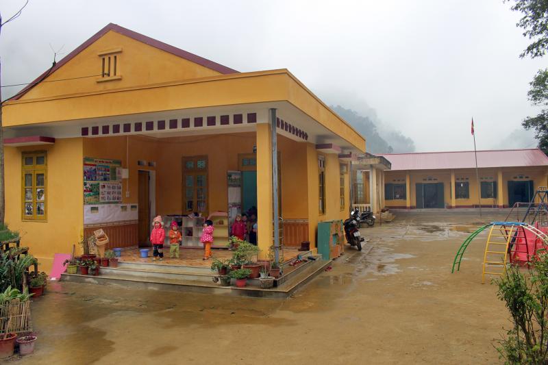 Điểm trường mầm non và tiểu học ở Bản Lù được xây dựng khang trang đáp ứng nhu cầu học tập của con em trong thôn.