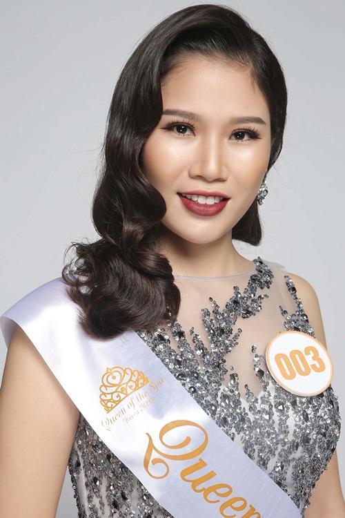 """Thí sinh Vũ Quế Anh (số báo danh 003, Hà Nội) là chủ thương hiệu QSpa - có đam mê và nhiệt huyết với ngành làm đẹp. Đến với cuộc thi Queen of the Spa 2018, cô đặt mục tiêu giành được giải thưởng cao nhất - danh hiệu Nữ hoàng. """"Cám ơn chương trình đã cho tôi có cơ hội tiếp cận và học hỏi về ngành làm đẹp của Hàn Quốc và giao lưu, hợp tác với bạn bè quốc tế""""."""