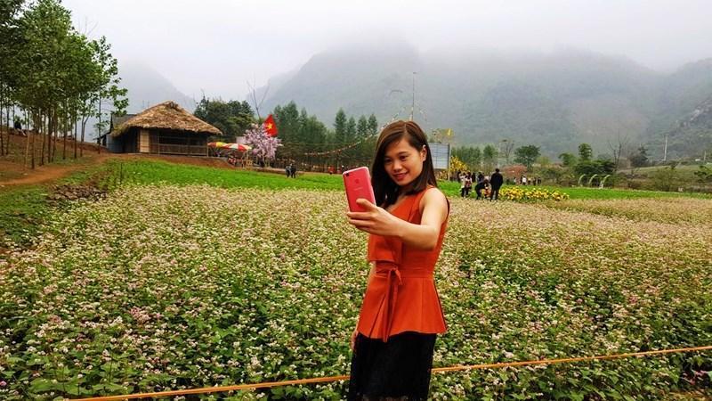 Nhiều bạn trẻ lựa chọn thung lũng làm nơi chụp ảnh.