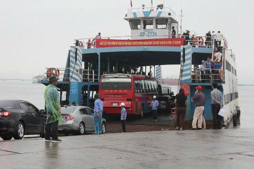 UBND thành phố Hải Phòng đề xuất điều chuyển thêm phà để nhằm kịp thời phục vụ nhân dân trong mùa du lịch cũng như giảm bớt tình trạng ùn tắc giao thông trong dịp cao điểm.