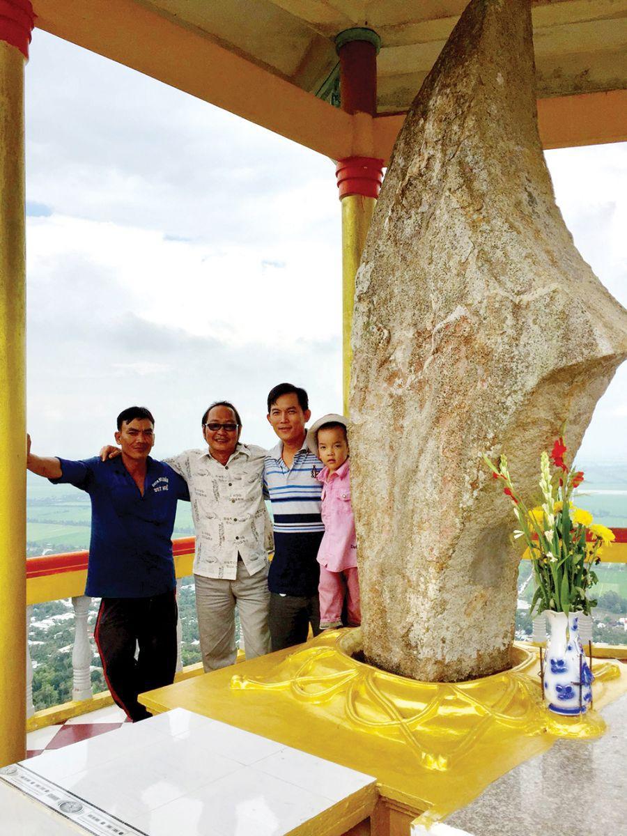 Thạch Đại Đao trên đỉnh núi Ba Thê.