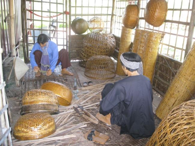 Mô hình Tổ hợp nghề đan lát ở Hòa An. Ảnh: Tùng Thiện