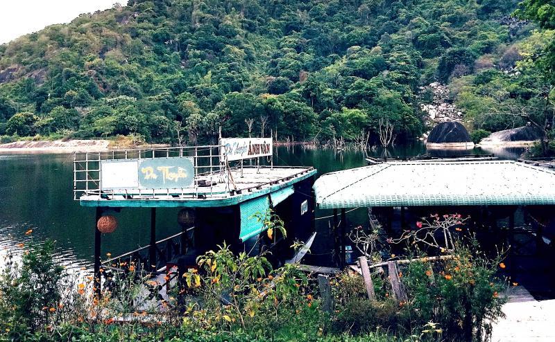 Khu du lịch Hồ Soài So, nơi vợ Bí Thư huyện uỷ Tri Tôn tổ chức xây dựng, kinh doanh du lịch khi chưa đầy đủ thủ tục theo quy định