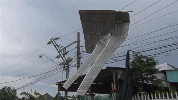 Mái nhà vướng vào đường dây điện