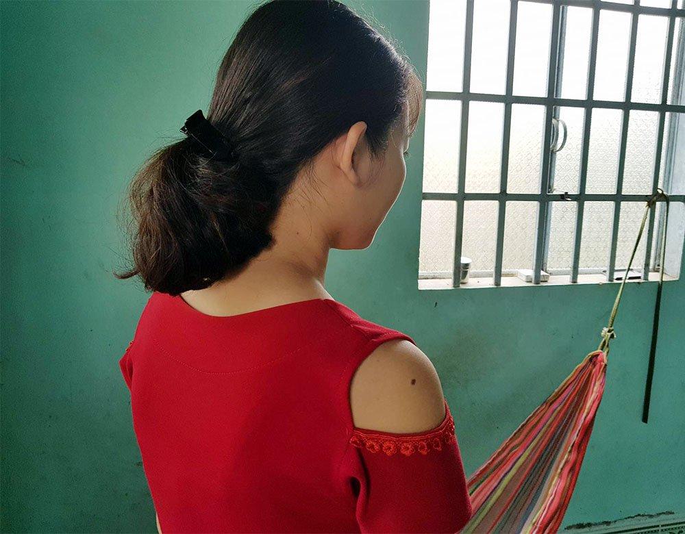 Nữ sinh Hiền kể lại việc bị ông D. sàm sỡ, rủ mình đi nhà trọ