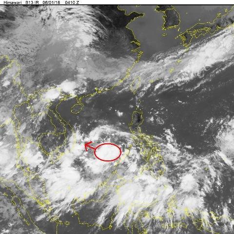 Áp thấp trên biển Đông (khoanh đỏ) có thể mạnh lên thành áp thấp nhiệt đới.