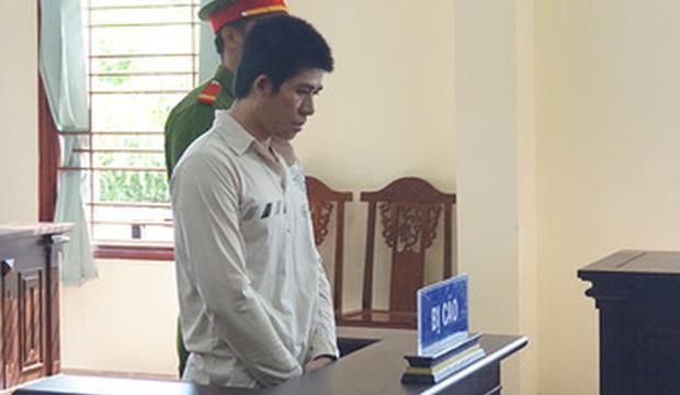 Bị cáo Nguyễn Văn Gấu tại tòa - Ảnh: Lan Ngọc (Tuổi Trẻ)