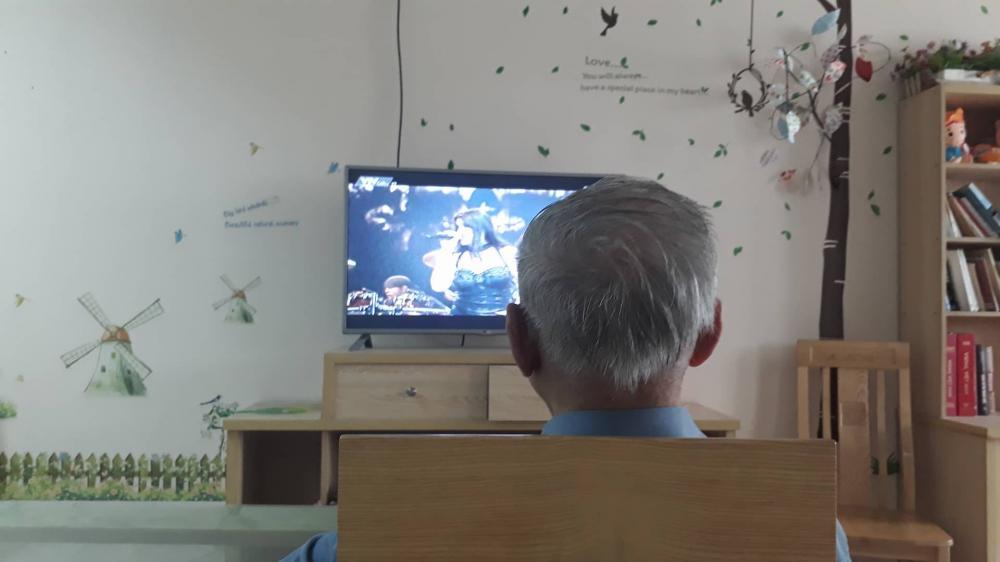 Người đàn ông trong giờ giải lao tại viện dưỡng lão. Ảnh: Ngọc Trang