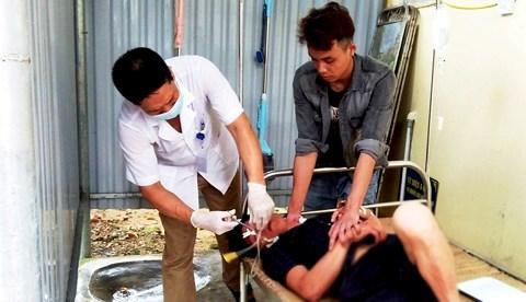 Anh B. may mắn được các bác sĩ kịp thời cấp cứu nên đã qua cơn nguy kịch.