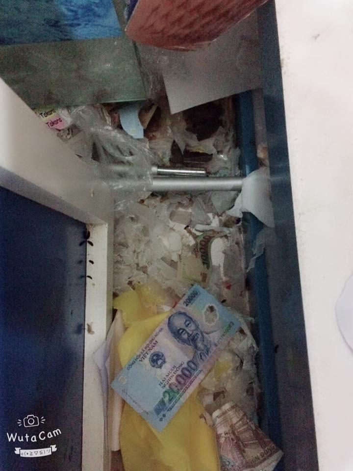 Luc chuột dùng số tiền trộm được để lót ổ cho con
