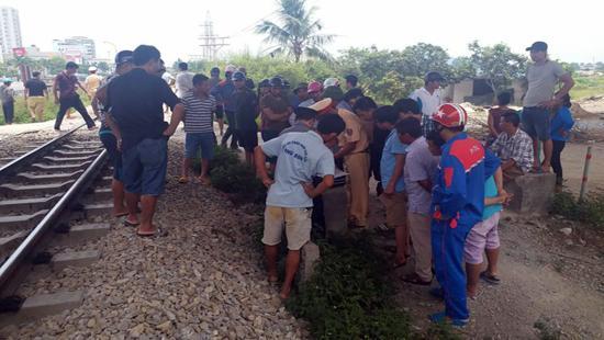Hiện vụ tai nạn đang được lực lượng chức năng tiếp tục điều tra làm rõ.