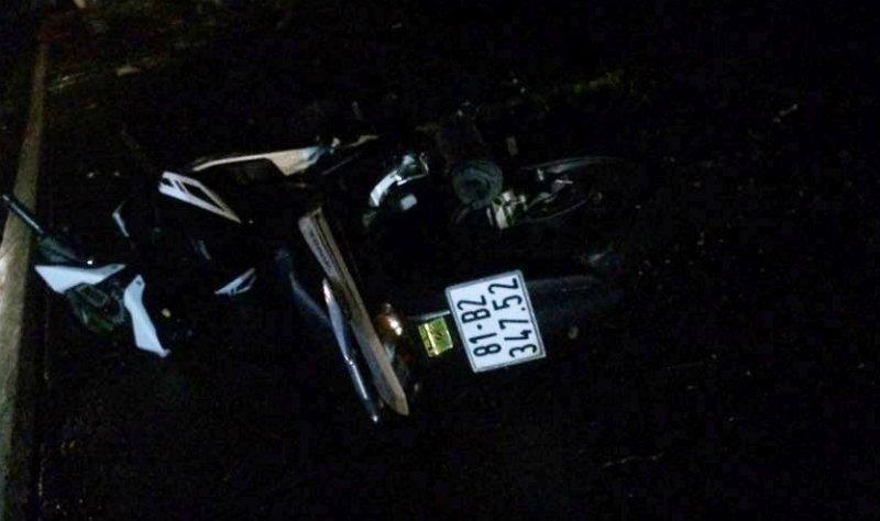 Hiện trường xe máy tông vào trụ điện khiến 2 thanh niên tử vong