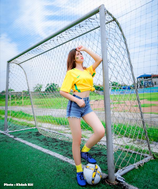 Đội tuyển Brazil là đội tuyển được cô gái này yêu thích.