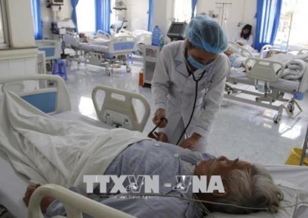 Một số loại dịch vụ y tế sẽ được giảm giá từ 15/7 tới. Ảnh: TTXVN