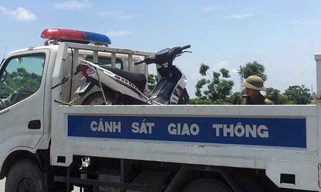 Chiếc xe máy của nạn nhân điều khiển gặp nạn. Ảnh: N.Định