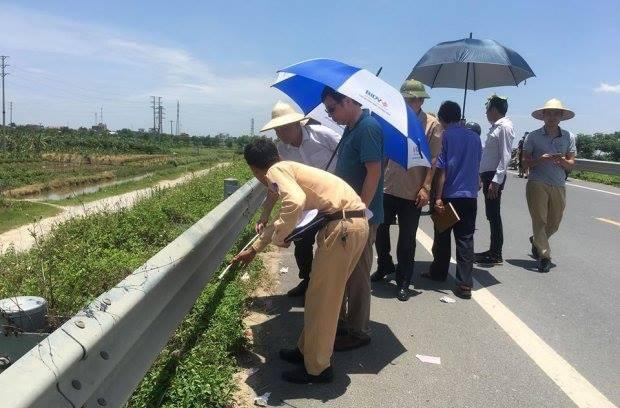 Cơ quan chức năng tỉnh Hưng Yên tổ chức khám nghiệm hiện trường. Ảnh: N.Định