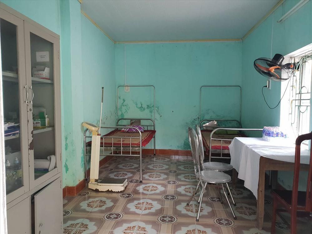 Thời tiết nắng nóng,  nhà trường chuẩn bị phòng y tế đề phòng có tình huống về sức khỏe xảy ra với thí sinh.