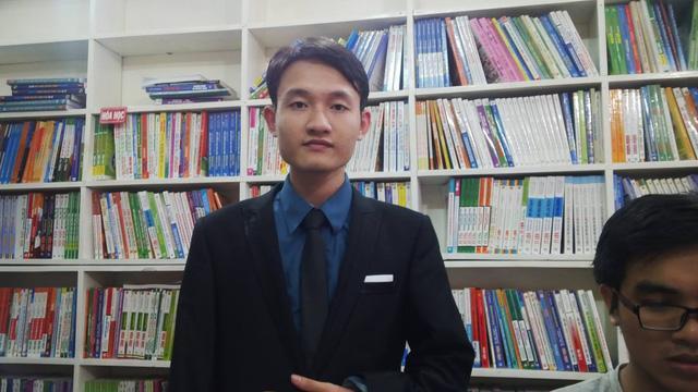 Quang cũng đã thực hiện gần 100 video dạy học miễn phí cho học sinh nghèo trên youtube.