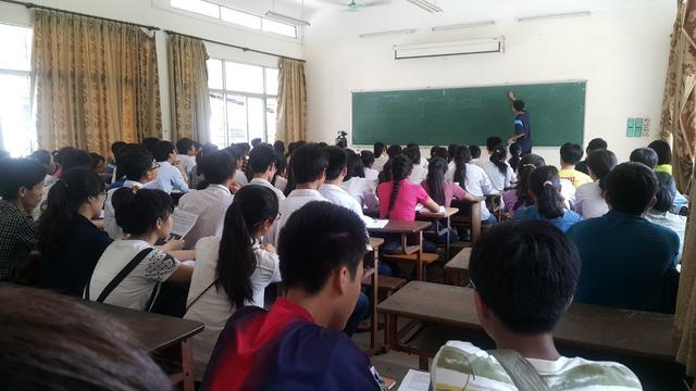 Lớp học của Quang luôn kín người