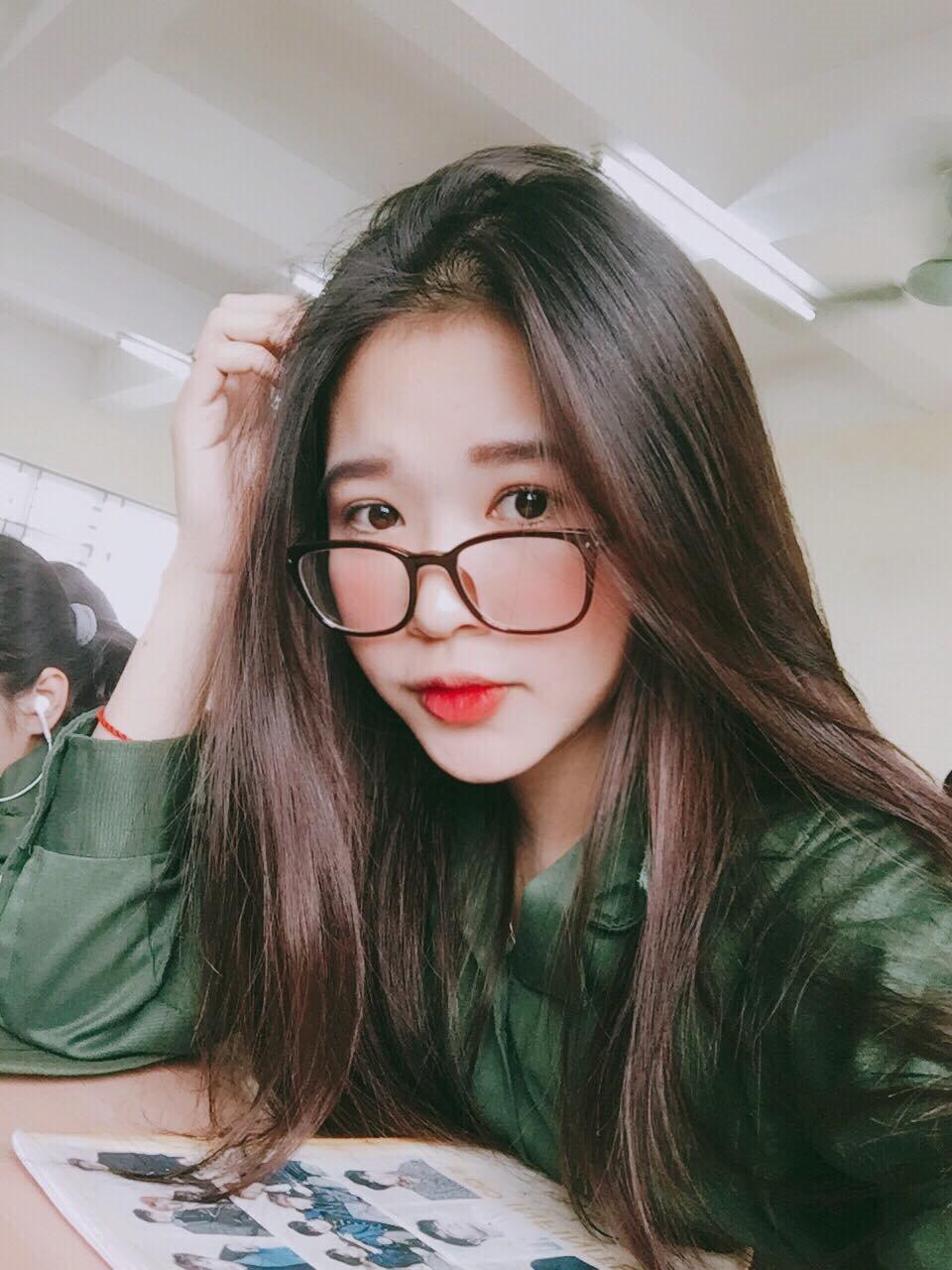Đỗ Hà Trang sinh năm 1999 ở Nam Định. Cô gái trẻ này vừa chân ướt chân ráo bước vào giảng đường Đại học, nhưng đã có khả năng tự lập khá sớm.