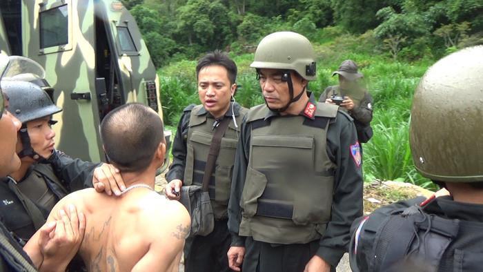 Đại tá Trần Anh Tuấn, Giám đốc Công an tỉnh Sơn La trực tiếp chỉ đạo các đơn vị tham gia bắt các đối tượng truy nã. Ảnh: Công an cung cấp.